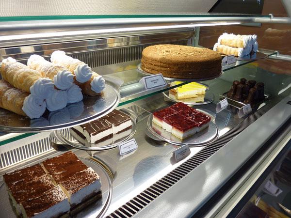 Kavárna - zmrzliny a zákusky